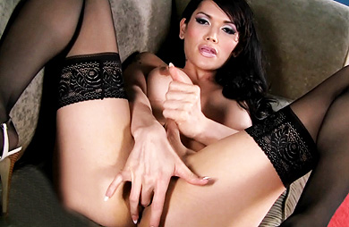 Eva solo couch. Alluring Eva finger make love in excited stockings
